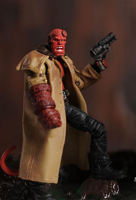Sale Figure Mezco Hellboy Hell Boy Preview Exclusive Segel hellboy ii hellboy liz wink kraus 4 quot figures