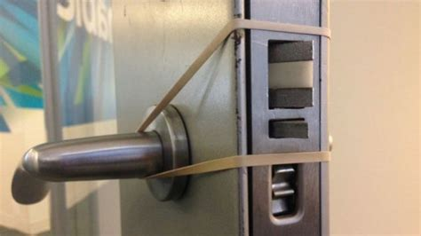 Slamming Doors by Add A Rubber Band To Door Knobs To Soften Slamming Doors