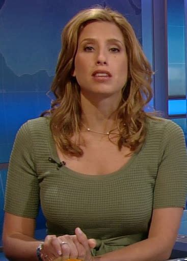 weather channel blonde news babes the weather channel s hottie stephanie abrams