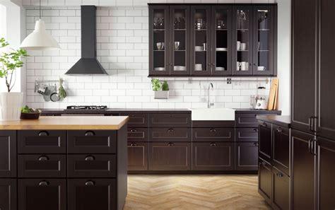 zwarte keukens voorbeelden keukenstijlen nieuws