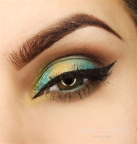 Eyeliner Pixy Eyeliner makeup eyeshadow in pixie dust makeup spectrum eye liner pencil in mint look