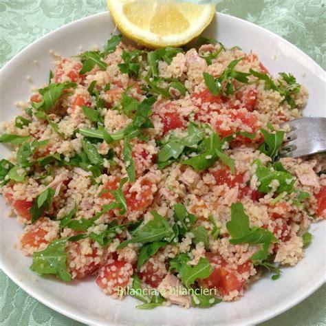 alimenti ipocalorici sazianti couscous pomodori tonno e rucola bilancia e bilancieri
