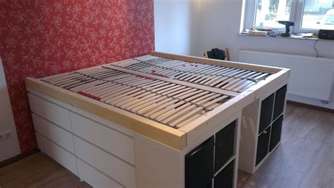 malm storage bed hack lit sur 233 lev 233 avec commodes malm et 233 tag 232 res kallax