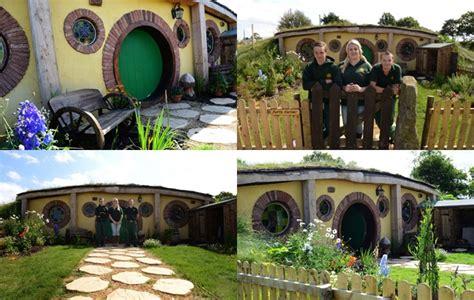 membuat rumah hobbit keluarga ini ubah rumah jadi sarang hobbit di lord of the