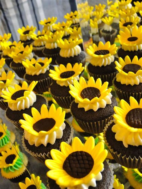 Sunflower Decorations by 25 Best Ideas About Sunflower Wedding Cupcakes On