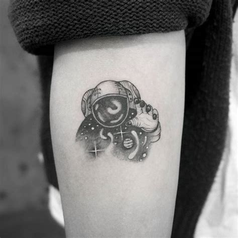 30 cool astronaut tattoo designs for space lovers tattoobloq