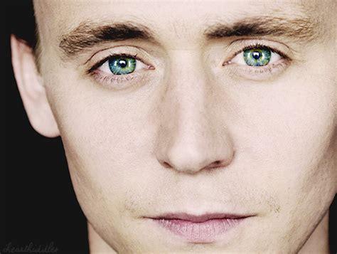 tom hiddleston eye color tom hiddleston smiles