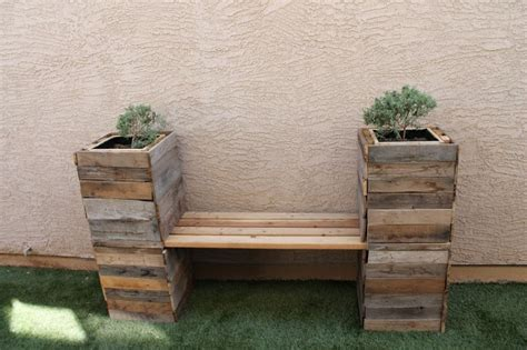 planter bench out of pallets from the