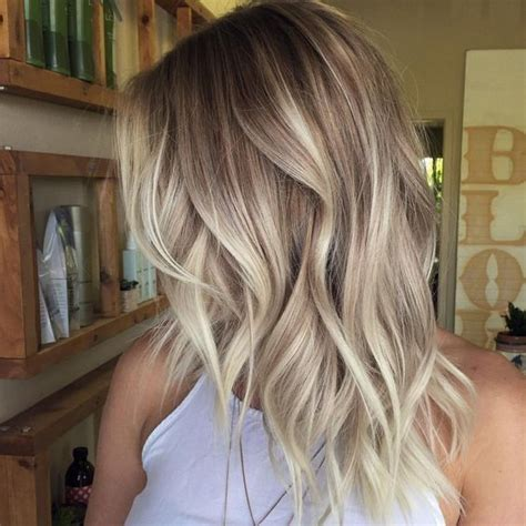 can you balayage shoulder length hair 25 best ideas about medium wavy hair on pinterest short