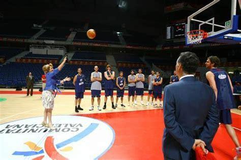 imagenes baloncesto libres esperanza aguirre mirando a canasta tras lanzar un tiro