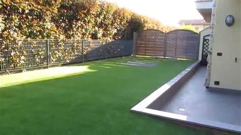 tappeto sintetico per esterni erba sintetica prima e dopo