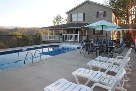 Gatlinburg Tn Cabins With Pools by Pigeon Forge And Gatlinburg Cabin Rentals With