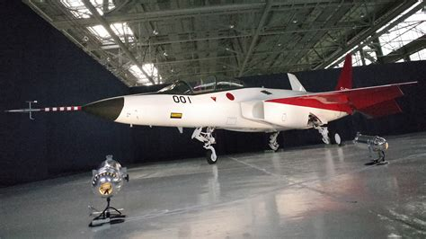 Japan unveiled its first homemade stealth plane ATD-X ... X 2