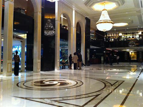 File:HK TST East 64 Mody Road ???????? Kowloon Shangri La Hotel lobby hall interior ceiling