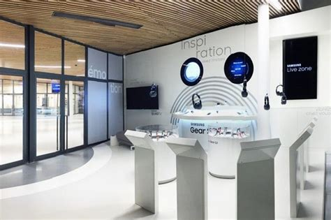 The Home Technology Store | this parisian samsung shop spotlights gear s2 technology