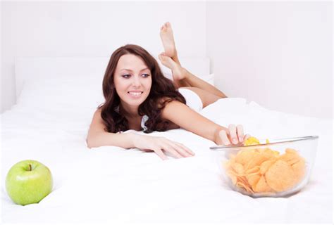 eating sugar before bed foods that should not be taken before bed lose your