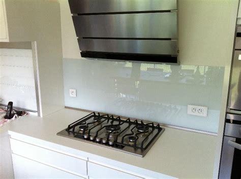 protection mur cuisine cr 233 dences de cuisine unies atelier du verre cr 233 ations