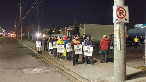 breaking garbage collectors  strike  brampton