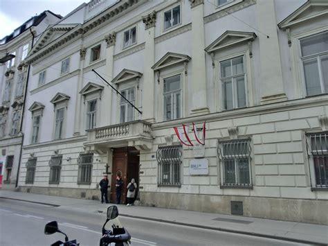 bundesministerium inneres saraiのブログ 定年男と愛する妻の二人旅 ウィーンの路地散策 ヘレン通りの突き当りはミヒャエル広場