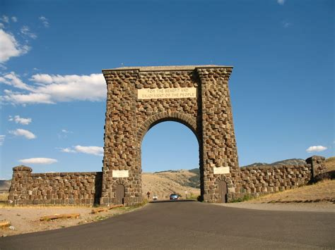 roosevelt arch panoramio photo of roosevelt arch gardiner entrance to