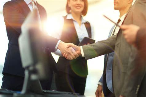 Bewerbung Anrede Locker Ratgeber Business Knigge Mehr Erfolg Mit Richtigem Benehmen Bewerbung Und Karriere News