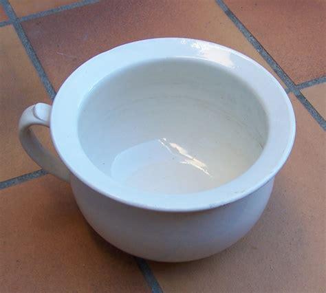 pot de chambre file pot de chambre 2 jpg wikimedia commons