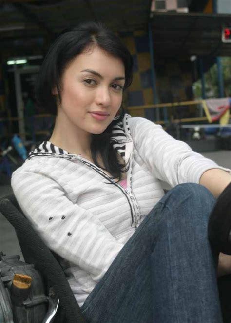 gadis cantik juni 2010