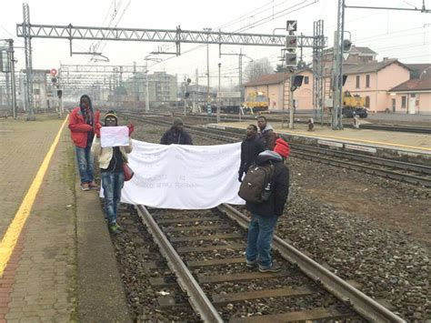 stazione dei treni pavia mortara niente diritto di asilo i mancati profughi