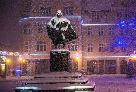 polish statue   darth vader   snowy