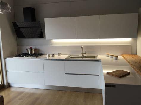 Cucina Rovere Bianco by Cucina Artigianale Moderna Con Penisola Laccata Bianco