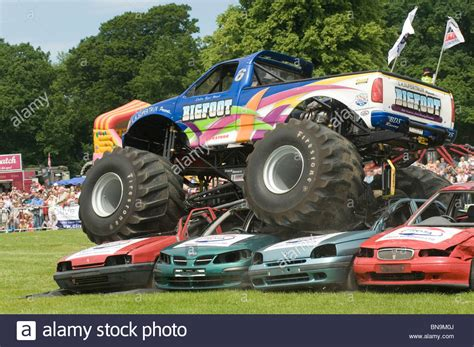 bigfoot 5 crushing monster trucks bigfoot monster truck trucks suv ford pickup pick up car