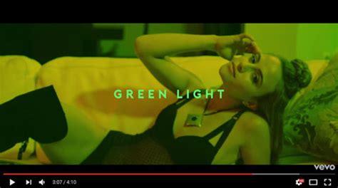 give me everything testo pitbull greenlight traduzione testo e ft flo rida