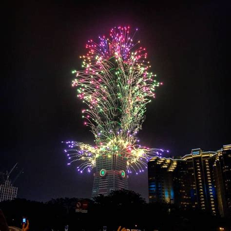 new year taiwan 2016 taipei 101 tower fireworks happy 2016 new year 01