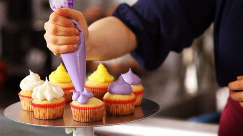 how to decorate the cake at home homemaker tips how to decorate the perfect cupcake