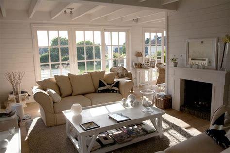 deco maison bord de mer 3301 mur latt 233 blanc sol bois table basse blanche canap 233