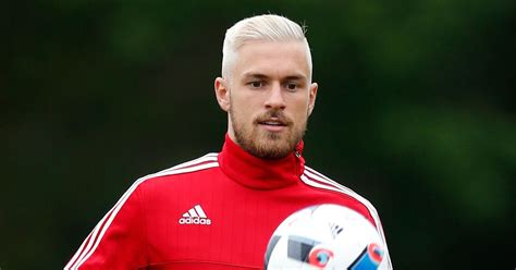 aron ramsey haircut aaron ramsey s new blond hair the 8 best lookalikes from