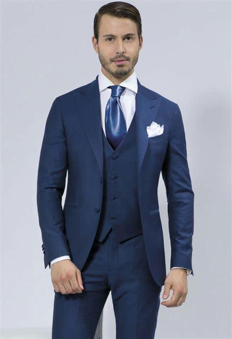Navy Blue Groomsman's Best Man Wedding Suit Idea's For Men