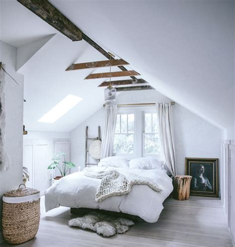 Attic Loft Bedroom by 17 Best Ideas About Attic Bedrooms On Small Attic Bedrooms Attic Rooms And Cozy Room