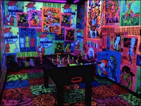 cool blacklight room ideas http 3 bp cn1putlssko tarbnhv6yui aaaaaaaaakm 3jgqa38xwg0 s1600 533116751