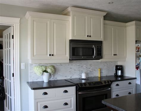kitchen backsplash for white cabinets kitchen backsplash ideas with white cabinets and dark