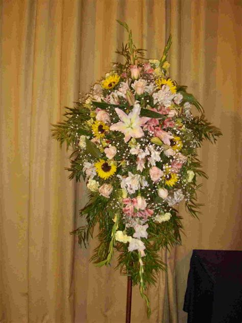 arreglo floral para podium jardin primavera www floresyalgomas cl arreglos para