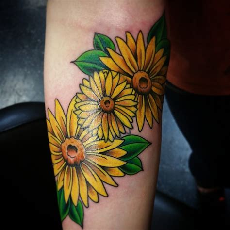tattoo flower daisy 30 nice daisy flower tattoo designs meaning