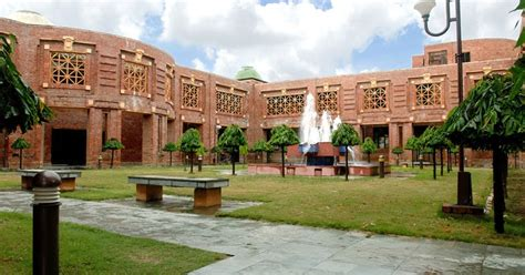 Iim Lucknow Executive Mba Programs by Kuzz India S Leading Education Portal What Should