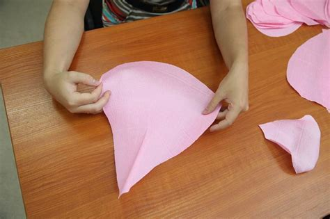 How to DIY Giant Crepe Paper Flower 8