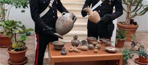valore vasi etruschi rubati e nascosti in una cassapanca sequestrati reperti