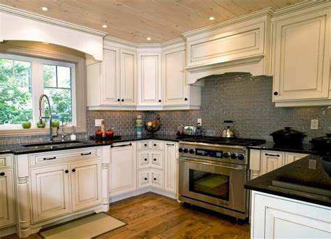 pictures of backsplashes for kitchens white kitchen cabinets beige backsplash quicua