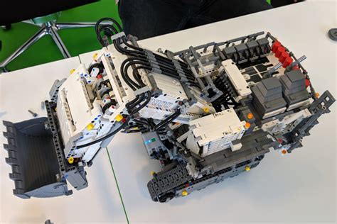 lego technic liebherr    im detail mit control