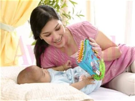 Sarung Tangan Obgyn supaya selalu menyenangkan bermain dengan bayi ini