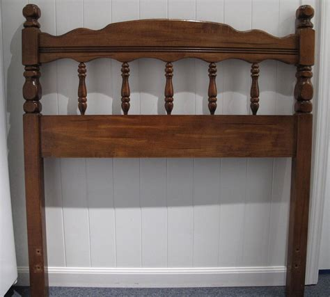 wooden twin headboard headboard twin wood beautiful finish excellent condition