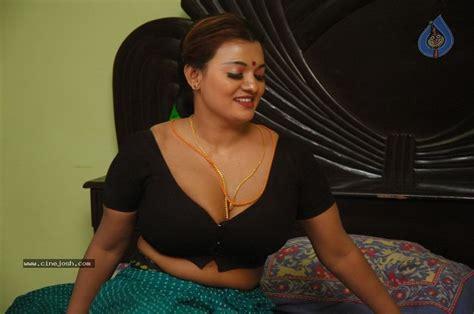 film malaysia hot asaivam tamil movie spicy stills photo 5 of 44